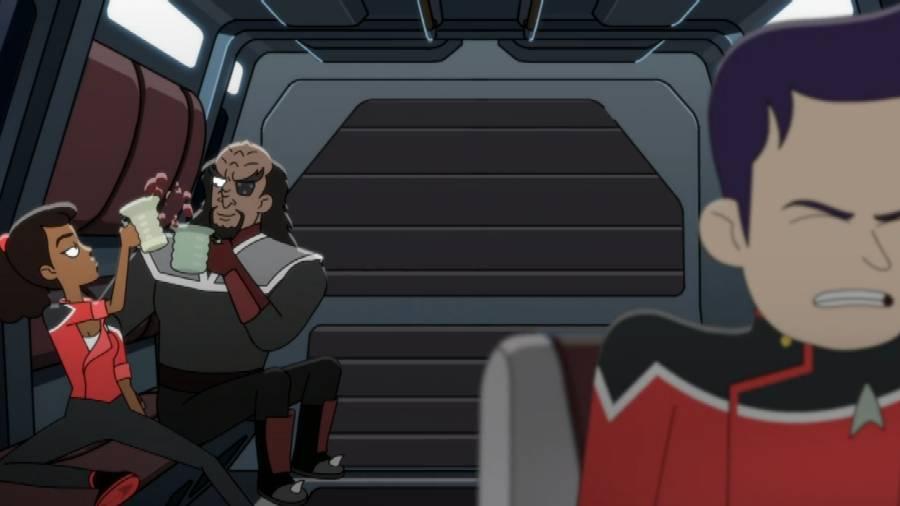 Szene aus Star Trek Lower Decks: Mariner trinkt mit dem Klingonen